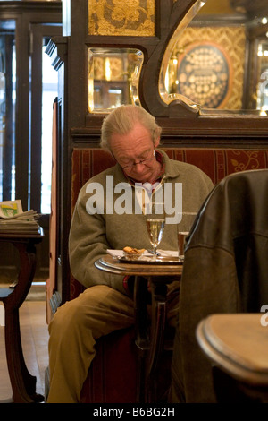 Lone single customer reading drinking seated in the Cafe Bar 'Le Cirio', Brussels, Belgium 2007. WWW.OLIVER-KNIGHT.BLOGSPOT.COM - Stock Photo