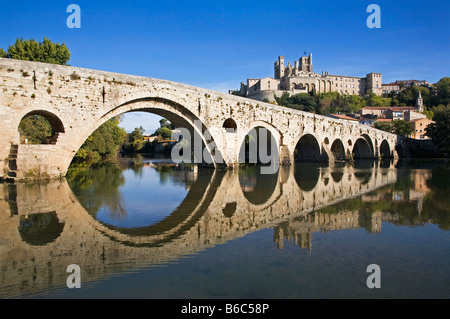 Medieval Le Pont Vieux,stone bridge crossing the River Orb. 14th Century Gothic Saint-Nazaire Cathedral behind, - Stock Photo