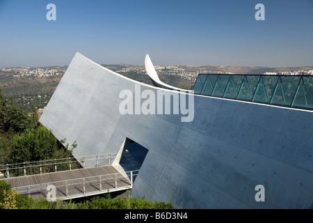 HOLOCAUST HISTORY MUSEUM (©MOSHE SAFDIE 2005) YAD VASHEM JERUSALEM ISRAEL - Stock Photo