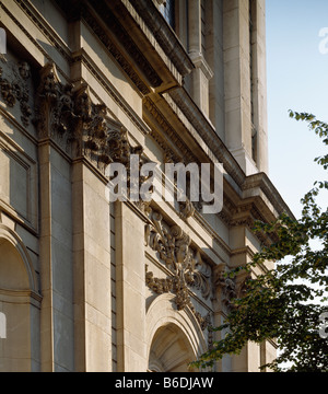 Saint Paul's Cathedral south facade - Stock Photo