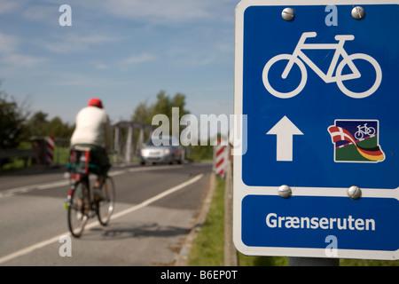 Bicycle-route sign, along the border, Aventoft border crossing, borough of Tondern, German - Danish border - Stock Photo