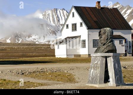 statue of Roald Amundsen in the remote village of Ny Alesund, Norway, Svalbard, Ny Alesund - Stock Photo