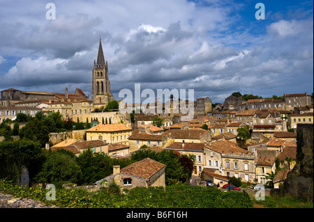 Panoramic view over Saint-Emilion, Aquitaine, France, Europe - Stock Photo