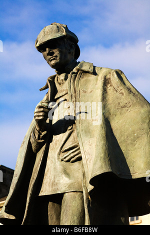 Statue of Sherlock Holmes by Gerald Ogilvie Laing, Picardy Place, City of Edinburgh, Scotland. - Stock Photo