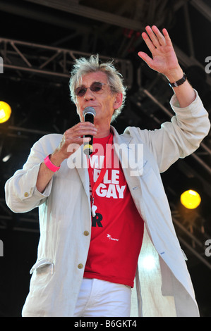 Sir Ian McKellen addresses the crowds at Gay Pride 2008 in London's Trafalgar Square - Stock Photo