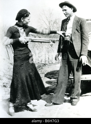 BONNIE AND CLYDE  US robbers and outlaws Bonnie Parker and Clyde Barrow in 1933 with their Ford V8 the year before - Stock Photo