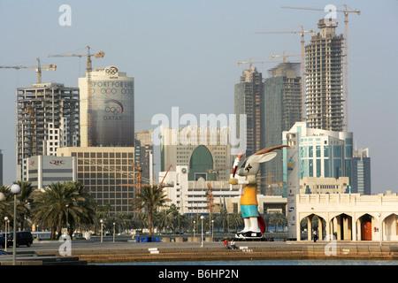 Qatar Hauptstadt Doha Corniche Doha Bay Neubau Hochhausviertel am Nordufer der Corniche - Stock Photo