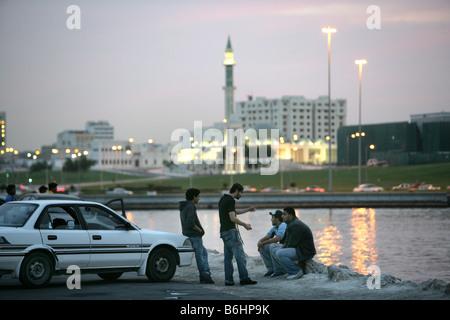 Qatar Hauptstadt Doha Corniche Doha Bay Beliebeter abendlicher Treffpunkt - Stock Photo