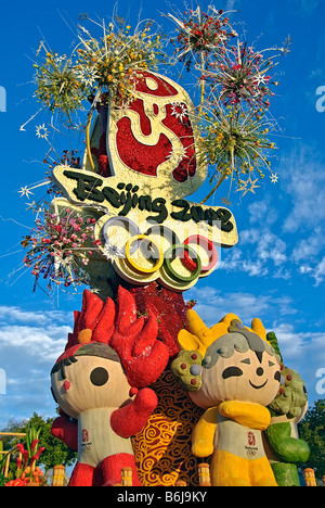Rose Parade Float Chinese 2008 Beijing Olympic Games adorned with Olympic mascots and flanked by plate-twirling - Stock Photo