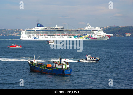 Istanbul cruise ship NCL 'Norwegian Jewel' departing Istanbul with Bosporus straits and Asian shore beyond - Stock Photo