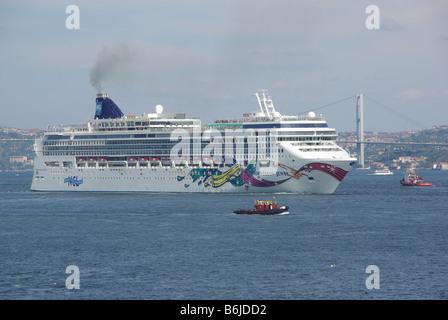 Istanbul cruise ship NCL 'Norwegian Jewel' departing Istanbul with Bosporus bridge and Asian shore beyond - Stock Photo