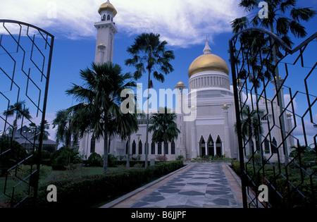 Southeast Asia, near Malaysia, Brunei, Bandar Seri Begawan, Sultan Omar Ali Saifuddin mosque in the capitol. - Stock Photo