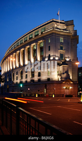 UK, England, London. The Unilever House at Victoria Embankment in London. - Stock Photo