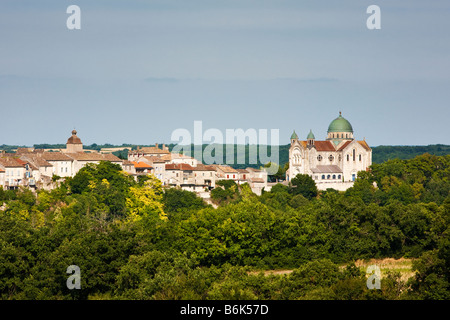 The L Église St Martin and Castelnau Montratier in the Lot Southwest France Europe - Stock Photo