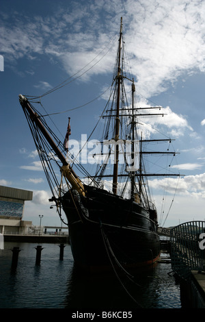 City of Dundee, Scotland. The three masted Royal Research Ship RRS Discovery berthed in Discovery Quay at Discover - Stock Photo