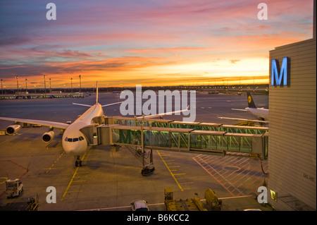 international AIRPORT MUC Franz Josef Strauss Strauß FJS sunset morning light morninglight  plane airplane sun M - Stock Photo
