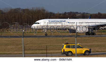 Continental airlines Boeing 757 aeroplane taxiing at airport - Stock Photo
