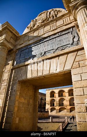 door of the bridge or triumph arch cordova andalucia españa puerta del puente o arco del triunfo cordoba andalucia - Stock Photo