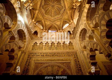 mihrab of the mosque cathedral cordova andalucia españamihrab de la mezquita catedral de cordoba andalucia españa - Stock Photo