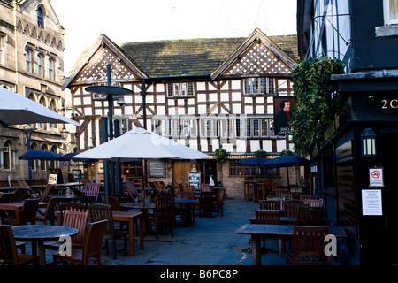 Wellington Inn & Sinclairs Oyster Bar shambles Manchester - Stock Photo