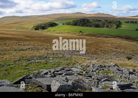 Looking west from Winter Tor in northwestern Dartmoor, with Yes Tor and High Willhays on the distant horizon - Stock Photo