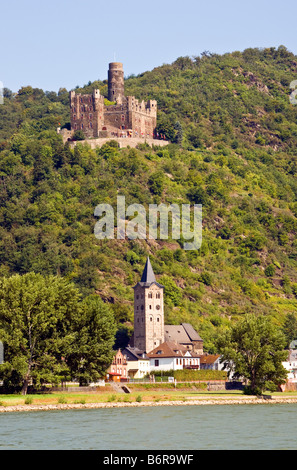 Mouse Castle (Burg Maus0 overlooking village of Wellmich on middle Rhine River