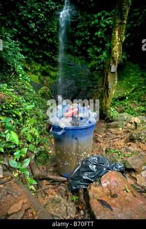 Suriname, Brownsweg, Brownsberg National Park. Rubbish bin at Leo falls. - Stock Photo