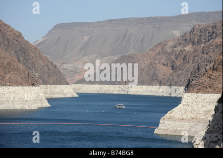 Hoover Dam - Lake mead, showing the high water line - Stock Photo