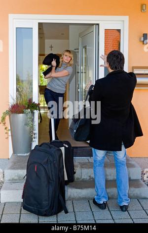 Frau hat Streit mit ihrem Mann, Woman has controversy with her man - Stock Photo
