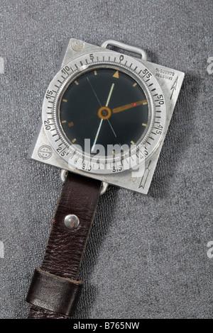Old Finnish Suunto M34 Military compass