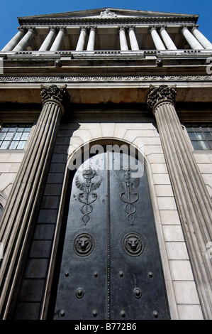 The front doors of the Bank of England - Stock Photo