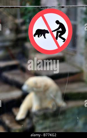 Feeding bears prohibited sign on a polar bear enclosure (Ursus maritimus), in Tierpark Schoenbrunn, Vienna, Austria, - Stock Photo