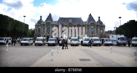 Palais des Beaux Arts with police force in attendance at Braderie time - Stock Photo