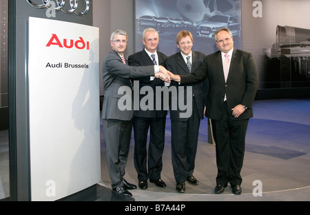 Rupert Stadler, at left, chief executive of Audi AG, Martin Winterkorn, 2nd from left, chief executive of the Volkswagen - Stock Photo
