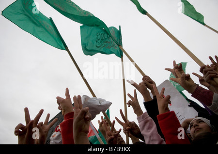 Bedouin women wave victory sign in the Negev village of Ar'arat an-Naqab during a protest against Israel's ongoing - Stock Photo