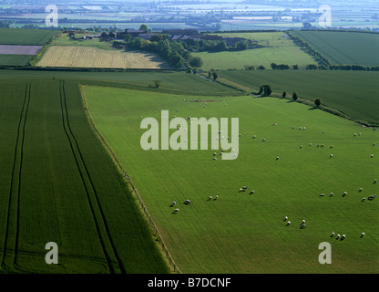 chilterns ridgeway path view from summit of ivinghoe beacon looking across vale of aylesbury buckinghamshire england - Stock Photo