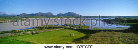 CROQUET AT BAILE NA CILLE GUESTHOUSE AT TIMSGARRY WITH UIG SANDS AND MOUNTAINS BEYOND THE ISLE OF LEWIS OUTER HEBRIDES - Stock Photo