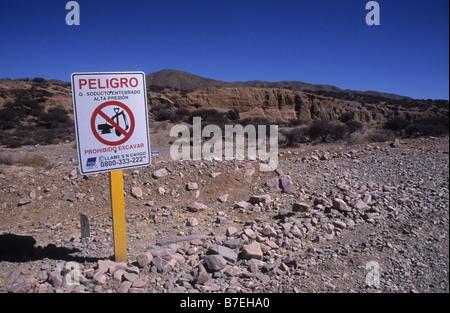 Underground natural gas pipeline ' No Excavation ' warning sign in Spanish language near Humahuaca, Argentina - Stock Photo