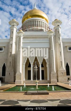 Sultan Omar Ali Saifuddin Mosque, Bandar Seri Begawan, Brunei - Stock Photo