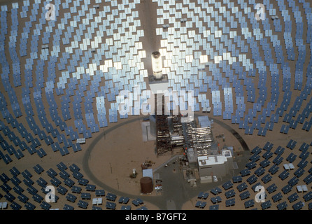 Aerial view of 1200 6x8 foot mirrors at Solar One electric power generating station, experimental, in Southern California - Stock Photo
