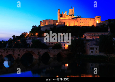 Saint Nazaire Cathedral and Pont Vieux at dusk in Béziers, France - Stock Photo