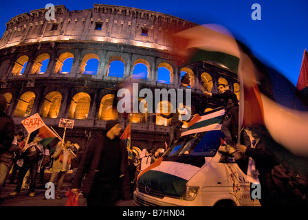 Demonstration against Israel massacre of palestinian people in Gaza, Rome, Italy, 17-01-2009 - Stock Photo