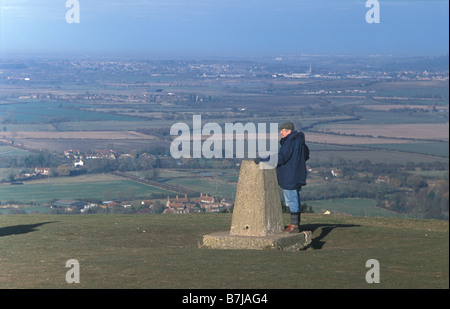 People at the summit of Ivinghoe Beacon start and end of the Ridgeway national trail - Stock Photo