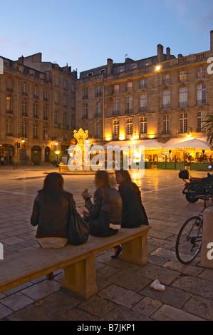 Place du Parlement girls on a bench bordeaux france - Stock Photo