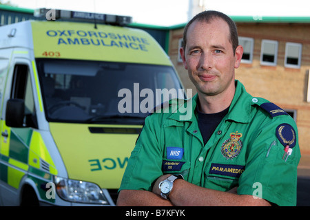 Paramedic Andy Ball in Oxfordshire - Stock Photo