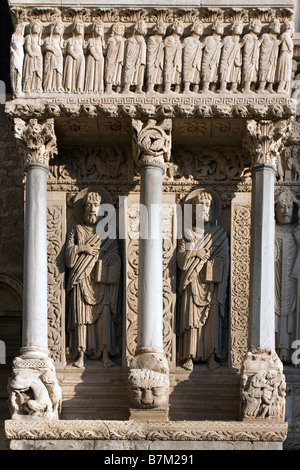 Stonework and carved figures of apostles at the entrance to the Church of Saint Trophime in Arles, Bouches du Rhone - Stock Photo