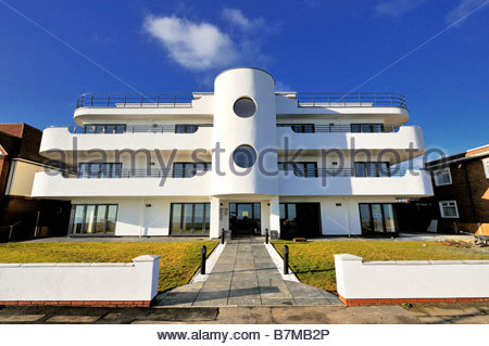 A new block of flats at Frinton-on-Sea built in the Art Deco style - Stock Photo