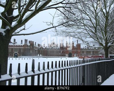 Snow at Hampton Court Palace, East Molesey, Surrey, England, Great Britain, United Kingdom, UK, Europe - Stock Photo