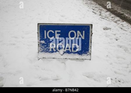 ICE ON ROAD traffic warning sign - Stock Photo