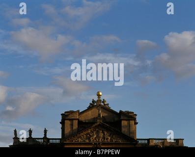 Blenheim Palace, Mitteltrakt, Dachdetail - Stock Photo